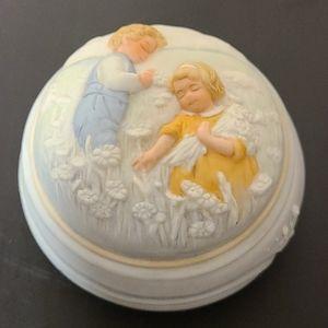 Avon 1985 Golden Dreams Porcelain Music Box